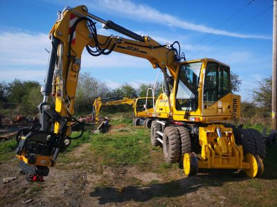 Hanlon Rail Conversion of excavator for rail
